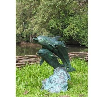Sodo skulptūra TRYS DELFINAI B586