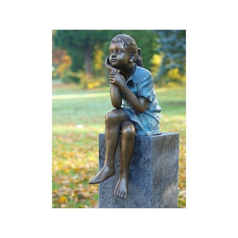 Sodo skulptūra Sėdinti mergina, 64x22x30