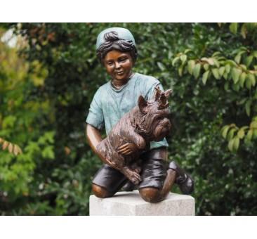 Sodo skulptūra Berniukas su šunimi, 67x33x42