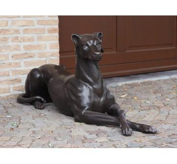 Sodo skulptūra Gulintis šuo kairėje, 51x31x130