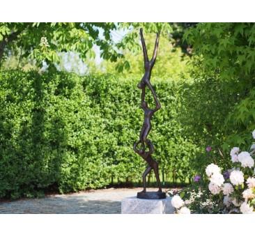 Sodo skulptūra 3 akrobatai, 155x27x27