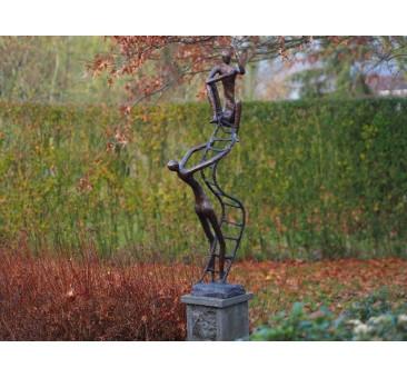 Sodo skulptūra Ant kopėčių, 120x23x50