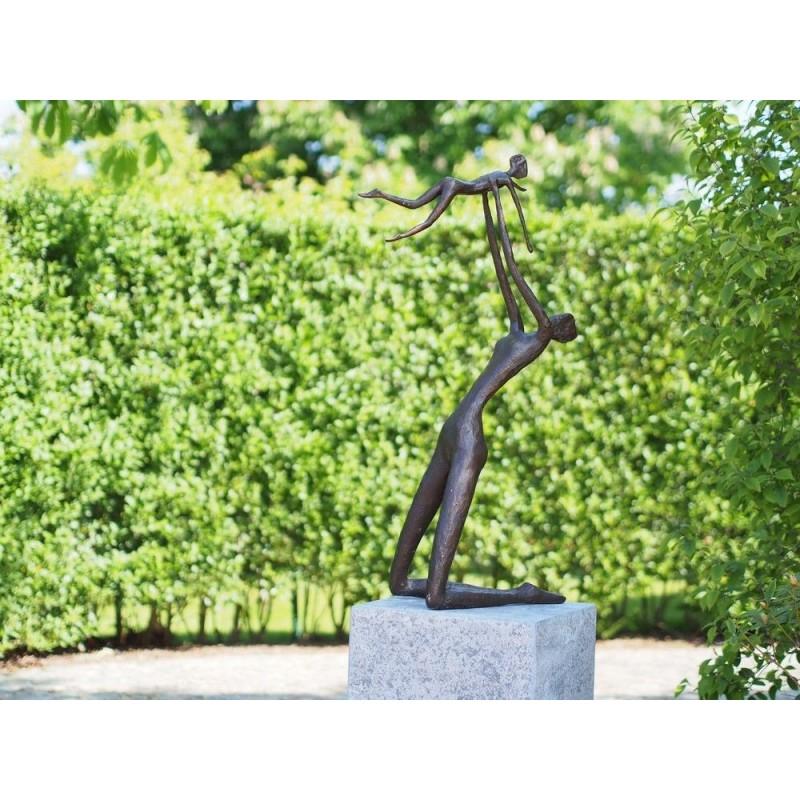 Sodo skulptūra Motina su vaiku, 95x24x46