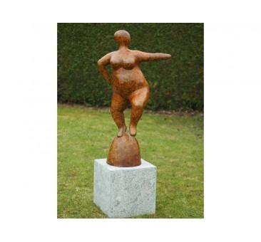 Sodo skulptūra Moteris, 107x35x60