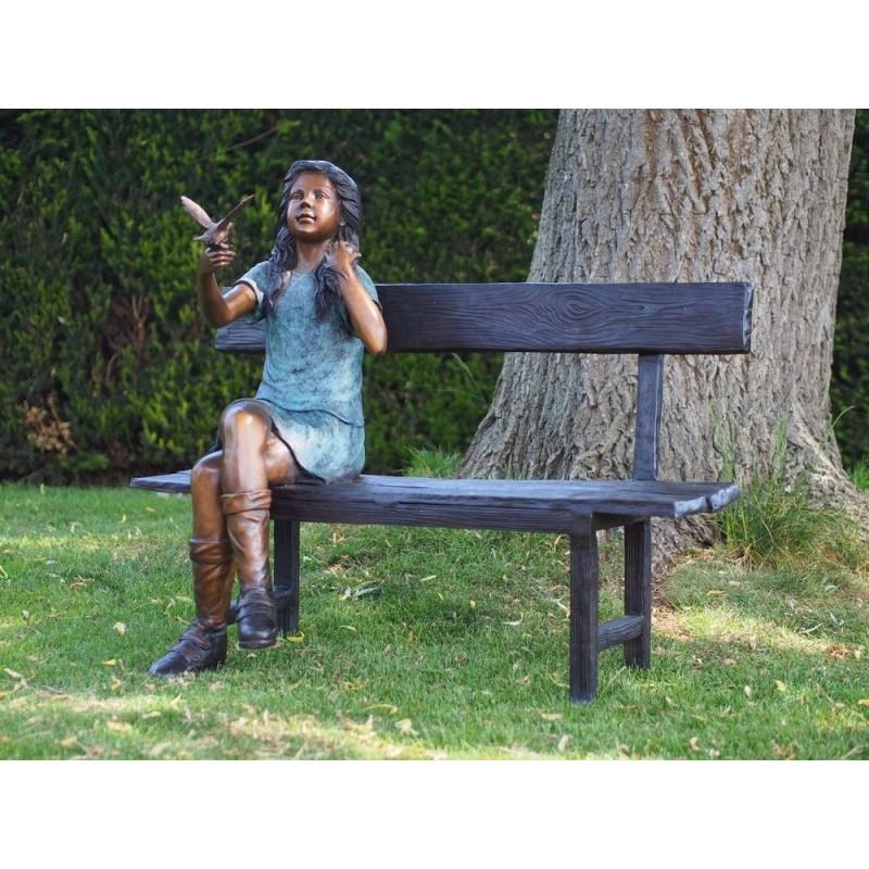 Sodo skulptūra Mergaitė su paukščiu, 95x53x110
