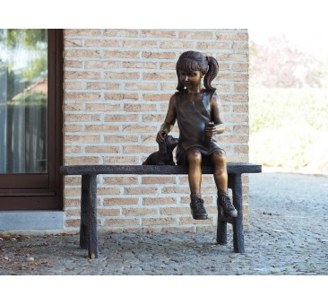 Sodo skulptūra Mergina ant sofos, 95x45x95