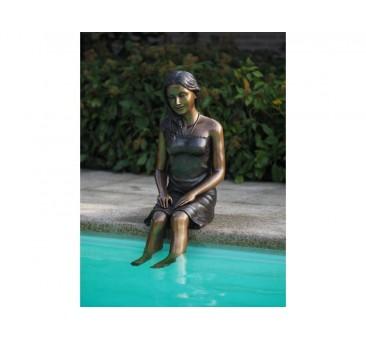 Sodo skulptūra Sėdinti mergina, 95x30x43