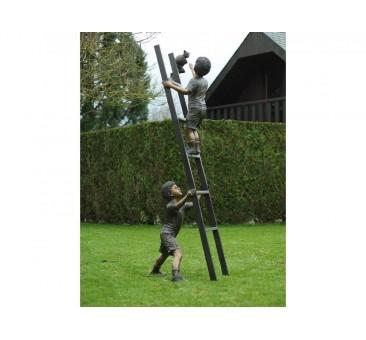 Sodo skulptūra 2 vaikai ant kopėčių su kate, 208x65x75