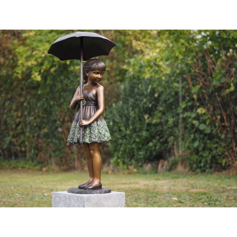 Sodo skulptūra Mergina su skėčiu, 120x55x55