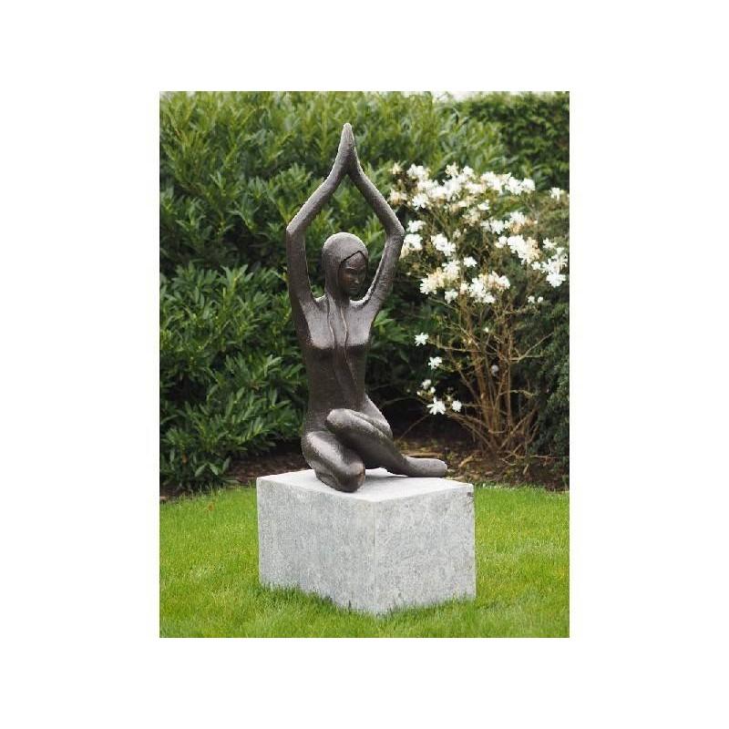 Sodo skulptūra Šiuolaikinė moteris, 113x50x48