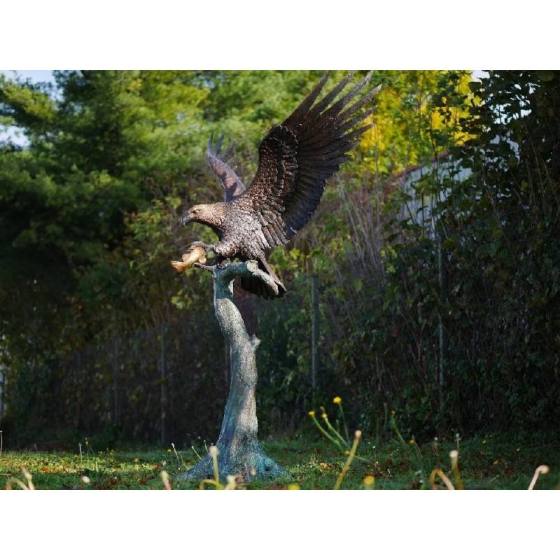 Sodo skulptūra Didysis erelis ant medžio, 233x100x167
