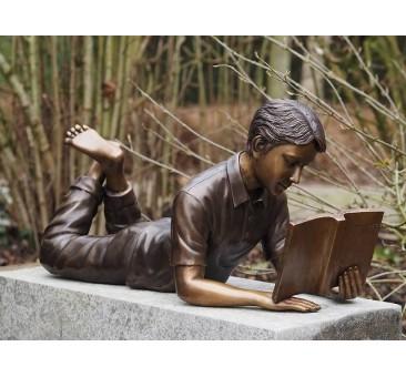 Sodo skulptūra Skaitantis berniukas, 35x25x75