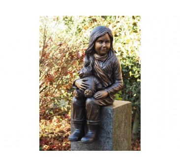 Sodo skulptūra Mergina su meškiuku, 71x34x30