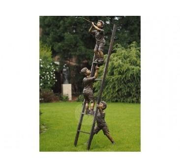 Sodo skulptūra 3 vaikai ant kopėčių, 240x45x60