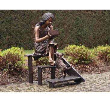 Sodo skulptūra Mergina ant laiptų, 102x54x74