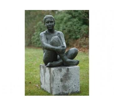 Sodo skulptūra Sėdi moteris, 80x45x68