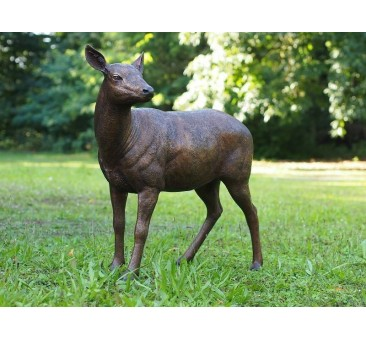 Sodo skulptūra Elnių patelė, 92x46x102