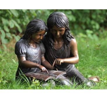 Sodo skulptūra Skaitančios merginos, 59x56x82