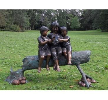 Sodo skulptūra 3 merginos, 97x43x120