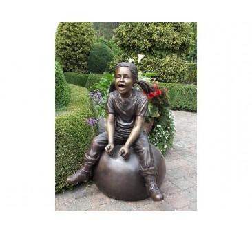 Sodo skulptūra Mergina ant kamuolio, 92x64x64