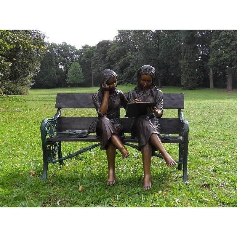 Sodo skulptūra 2 merginos ant sofos, 100x69x120